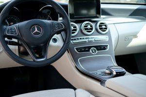 Jak dbać o wnętrze samochodu